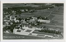 Brauerei im Ansitz Hocholtingen (heute Firma Sandoz) in Kundl, Bezirk Kufstein, Tirol. Gelatinesilberabzug 9 x 14 cm; Luftaufnahme freigegeben vom Verteidigungsministerium Wien 1937.  Inv.-Nr. vu914gs00410