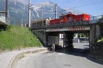 Vierachsige elektrische Verschublok der ÖBB Reihe 1063 (Nennleistung 1.700 kw), erzeugt von SGP Graz (seit 1983 50 Stk.) im Rangiereinsatz am Frachtenbahnhof Innsbruck. Digitalphoto; © Johann G. Mairhofer 2013. Inv..-Nr.  1DSC07173