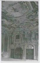 Magdalenensaal im Sommerhaus des Königlichen Damenstifts in Hall in Tirol. Gelatinesilberabzug 9 x 14 cm; Impressum: A(ugust). Riepenhausen, Hall in Tirol um 1920.  Inv.-Nr. vu914gs00352