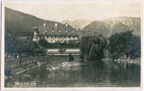 """Schwimmteich vom Hotel POST (heute: Schlosshotel Post """"Edelfreisitz Sprengenstein""""), Imst. Gelatinesilberabzug 9x14cm; Photograph(isches). Atelier Josef Neumair um 1935.  Inv.-Nr. vu914gs00297"""