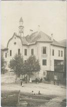 Ansitz Gissbach in St. Georgen, Stadtgemeinde Bruneck. Gelatinesilberabzug 9 x 14 cm ohne Impressum, um 1910.  Inv.-Nr. vu914gs00007