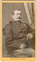 Dekorierter Soldat wohl aus dem Dritten italienischen Unabhängigkeitskrieg (Schlacht bei Custozza) von 1866. Albuminabzug auf Untersatzkarton 9,5 x 6,5 (Visitformat).  Impressum:  Ernst Violand, Bruneck um 1875. Inv.-Nr. vuVIS-00002