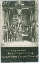 """""""Tiroler Landsturmkreuz"""" vorgetragen beim Eucharistischen Weltkongress in Wien im Jahr 1912. Gelatinesilberabzug 9 x 14 cm; Impressum: Paul de Frères, Wien I., Rotenturmstraße 31.  Inv.-Nr. vu914gs00283"""