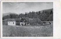 Ansitz Freundsheim mit Kapelle zum Hl. Josef an der östlichen Unterinntalstraße in Moosen, Gemeinde Kramsach, Bezirk Kufstein, Tirol. Autotypie 9 x 14 cm; Photo Seissl, Kufstein um 1950.  Inv.-Nr. vu914at00013