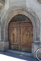 Portal vom Ansitz Rainfels in St. Nikolaus, Stadtgemeinde Innsbruck, Innstraße 17; erbaut 1547 v. Niklas Türing d.J., 1567 zum adeligen Ansitz erhoben, seit 1855 von Wörtz'scher Besitz. Digitalphoto; © Johann G. Mairhofer 2013.  Inv.-Nr. 1DSC06883