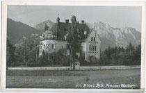 Schlosshotel Walther (heute Schloss Igls), ehemals Sommerresidenz der Grafen Kollenberg (erbaut 1887). Gelatinesilberabzug 9 x 14 cm; Impressum: Sepp Ritzer, Museumstr. 18, Innsbruck um 1935.  Inv.-Nr. vu914gs00504