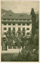 """Dependance des Hotel """"zur Post - Erzherzog Heinrich"""" in der Defreggerstraße in Bozen. Offsetdruck 9 x 14 cm; kein Impressum um 1915.  Inv.-Nr.  Inv.-Nr. vu914od00004"""