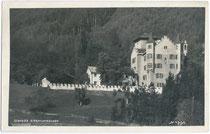 Von Sigmund (ab 1477) Erzherzog von Tirol erbautes Jagdschloss Sigmundslust in Vomp bei Schwaz, Tirol von Süden. Gelatinesilberabzug 9 x 14 cm; Impressum: Adolf Künz, Stafflerstraße 18; postalisch befördert 1929.  Inv.-Nr. vu914gs00459