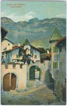 Ansitz REICH AM PLATZ (Drescherkeller) in Kaltern-Dorf, Maria von Buolstraße 3. Farblichtdruck 9 x 14 cm; Verlag Ernst Spitaler, Kaltern um 1910.  Inv.-Nr. vu914fld00014