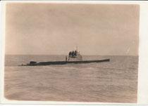 S.M.U. 4 (Seiner Majestät Unterseeboot) vom Typ Zweihüllenboot der k.u.k. Seestreitkräfte, erbaut von der Germania-Werft, Kiel (Stapellauf 1908, Frankreich zugesprochen und verschrottet 1920). Photoreproduktion; Inv.-Nr. vu1824cp00001