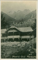 Kurhaus vom Mineralbad in Mieders (heute Gasthof), Bezirk Innsbruck-Land, Tirol. Gelatinesilberabzug 9 x 14 cm; Impressum: Oskar Mittmann, Fulpmes 1923.  Inv.-Nr. vu914gs01105