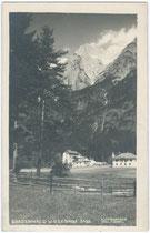 Hotel WIESENHOF, ehemals die WICKBURG der lothringischen Grafen Wicka und heute Polizeischule in Gnadenwald. Gelatinesilberabzug 9x14cm; A(lfred). Stockhammer, Hall in Tirol 1924.  Inv.-Nr. vu914gs00344