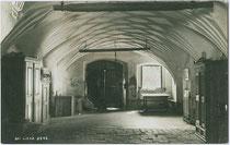 Halle der TAMMERBURG (Oberer Schlossmaier) in Patriasdorf, Stadtgemeinde Lienz. Gelatinesilberabzug 9 x 14 cm; Impressum: A(lfred). Stockhammer, Hall in Tirol 1913.  Inv.-Nr. vu914gs00521