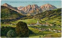 Dreifingerspitze und Piz da Peres der Pragser Dolomit über Niederolang. Photochromdruck 9x14cm; Josef Werth, Toblach (bis 1910 in Olang).  Inv.-Nr. vu914pcd00144