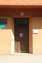 Eingang vom kommunalen Wohnbau Körnerstraße 5 in Pradl, Stadtgemeinde Innsbruck, errichtet 1927/28 nach Plänen im Stil der Neuen Sachlichkeit von Arch. Theodor Prachensky (1888-1970). Digitalphoto; © Johann G. Mairhofer 2014. Inv.-Nr. 2DSC01069