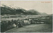 Ansitz Gerolsbach in Götzens gegen Innsbruck und Nordkette. Lichtdruck 9 x 14 cm ohne Impressum, um 1905.  Inv.-Nr. vu914ld00048