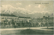 Garnisonsspital (heute Conradkaserne/Militärspital 2) in Innsbruck, Amras, Köldererstraße 4 mit Außenanlagen (Adresse heute: Ecke Dr.-Glatz-Straße/Pacherstraße. Lichtdruck 9 x 14 cm; Impressum: K(arl). Redlich, Innsbruck um 1910.  Inv.-Nr. vu914ld00202