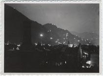 """""""Sommersonnwend 1934"""" (handschriftl. bez.) in Bozen. Gelatinesilberabzug 9 x 12 cm ohne Impressum (wohl Amateuraufnahme).  Inv.-Nr. vu912gs00005"""
