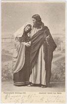 """Szenenbild """"Abschied Christi von Maria"""" beim Brixlegger Passionsspiel 1903. Autotypie 9x14cm; Aug(ust). Seyfried & Comp., München. Inv.-Nr. vu914at00009"""