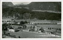 Ehem. Ehzg.liches Jagd- und Lustschloss Thurneck in Rotholz, Gde. Strass im Zillertal, Tirol (seit 1879 Landwirtsch. Lehranstalt) von Süden. Gelatinesilberabzug 9 x 14 cm; Foto-Verlag Oskar Kreibich, Schwaz; postalisch befördert 1940.  Inv.-Nr. vu914gs004
