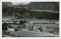 Ehem. Ehzg.liches Jagd- und Lustschloss Thurneck in Rotholz, Gde. Strass im Zillertal, Tirol (seit 1879 Landw. Lehranstalt) von Süden. Gelatinesilberabzug 9 x 14 cm; Foto-Verlag Oskar Kreibich, Schwaz; postalisch befördert 1940.  Inv.-Nr. vu914gs00419