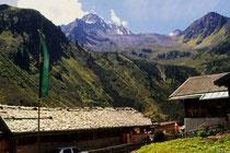 Oberissenalm im Oberbergtal, Stubaier Alpen. Farbdiapositiv 9x14cm; © Johann G. Mairhofer 1989.  Inv.-Nr. dc135scC11H42.1_35