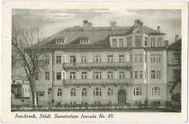 Städt(isches). Krankenhaus in Innsbruck, Innrain 49 vis à vis der Universitätsbibliothek. Lichtdruck 9 x 14 cm; kein Impressum; datiert: 1927.  Inv.-Nr. vu105ld00005