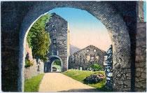 Innenbereich der Mühlbacher Klause am westlichen Eingang zum Pustertal (Südtirol). Photochromdruck 9 x 14 cm; Impressum: Josef Werth, Toblach um 1912.  Inv.-Nr. vu914pcd00158
