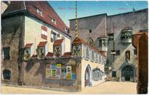 Rathaus mit Rolandstatue am Oberen Stadtplatz 1-2 in Hall. Verlag Gottfried Moser, Hall i. T.; postalisch gelaufen 1925. Photochromdruck 9x14cm; B. Lehrburger, Nürnberg; postalisch gelaufen 1912.  Inv.-Nr. vu914pcd00140