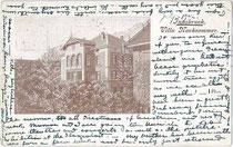 """Pension """"Villa Nachsommer"""" mit Veranda in Wilten (1904 nach Innsbruck eingemeindet), Müllerstraße 13. Autotypie 9 x 14 cm ohne Impressum, postalisch befördert 1902 nach Salisbury, England.  Inv.-Nr. vu914at00018"""