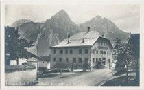 Gasthof ZUR POST in Lermoos (Dietrich'scher Ansitz). Gelatinesilberabzug 9x14cm, Gebr. Metz, Tübingen um 1920.  Inv.-Nr. vu914ld00038