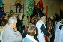 Impressionen vom Ankloepfeln in Stans bei Schwaz im Advent 1990. Farbdiapositiv 24x36mm; (c) Johann G. Mairhofer - Alle Rechte vorbehalten !  Inv.-Nr. DC-135-KD-5009.03_27