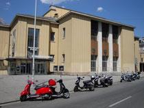 """Innsbrucker Stadtsäle mit den """"Kammerspielen"""" in Innsbruck, Innere Stadt, Universitätsstraße 1 (2015 für das neue """"Haus der Musik"""" geschleift worden). Digitalphoto; © Johann G. Mairhofer 2014.  Inv.-Nr. 2DSC00420"""