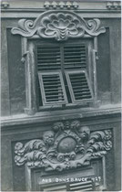 Detail vom barocken Palais Fugger-Taxis in Innsbruck, Maria-Theresien-Straße 45, 1679 nach Plänen von Johann Martin Gumpp d.Ä. errichtet. Gelatinesilberabzug 9 x 14 cm; Impressum: A(lfred). Stockhammer, Hall i.T. 1911.  Inv.-Nr. vu914gs00477
