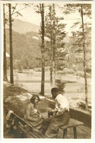 """Tarrenz - beim Schießstand"". Gelatinesilberabzug 6 x 9 cm; Privatphoto um 1925.  Inv.-Nr. vu609gs00026"