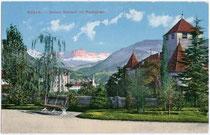 Schloss MARETSCH in der ehemaligen Malgrei St. Peter (bis 1910 Gemeinde Zwölfmalgreien) mit Rosengarten. Photochromdruck 9x14cm; Gerstenberger & Müller, Bozen 1911/12.  Inv.-Nr. vu914pcd00025