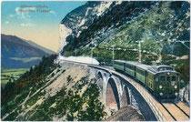 Personenzuggarnitur mit Triebwagen der Reihe 1060 der K.k. Österr. Staatsbahn am Finsterwaldviadukt über Zirl. Photochromdruck 9x14cm; Wilhelm Stempfle, Innsbruck.  Inv.-Nr. vu914pcd00117a