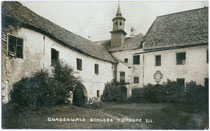 Hof vom Ansitz THIERBURG in Fritzens. Gelatinesilberabzug 9x14cm; A(lfred). Stockhammer, Hall in Tirol 1914.  Inv.-Nr. vu914gs00345