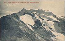 Der Ortler (3899 m ü. A. / 3905 m s.l.m.) und die Payer-Hütte in den Ortler-Alpen in Südtirol vom Tabarettagrat im Norden aus. Lichtdruck 9 x 14 cm; Impressum: Edition Photoglob Zürich um 1905.  Inv.-Nr. vu914ld00343