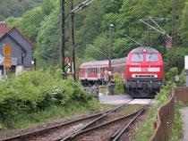Diesellok 218 466 fährt mit RB-Wendezug in Rübeland ein, 29.05.2004