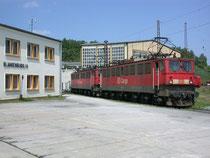 Zwei Loks der Baureihe 171 im Bw Blankenburg am 29.05.2004