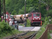 171 005 bei der Einfahrt in den Bahnhof Rübeland, 29.05.2004