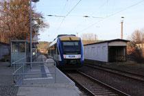 Der schicke, neue Bahnsteig an Gleis 1 mit HEX VT 802, 2013