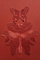 A l'ombre des papillons, (brique), 2018, broderie sur coton, 40x50 cm. Collection particulière