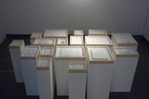 Entrelacs, 2016, Broderie sur coton, stuc, bois et verre, dimensions variables