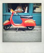 Vespa vor Café - Paris