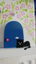 Houten nestkastje beschilderd Grieks huis kat zwart wit_5