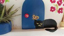 Houten nestkastje beschilderd Grieks huis kat zwart wit_3