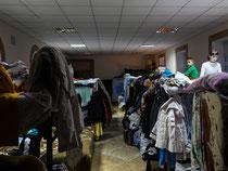 40 Menschen in einem Raum ohne Heizung