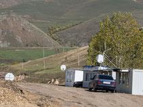 """Grenzübergang Guguti mit """"Schlagbaum"""" (armenische Seite)"""